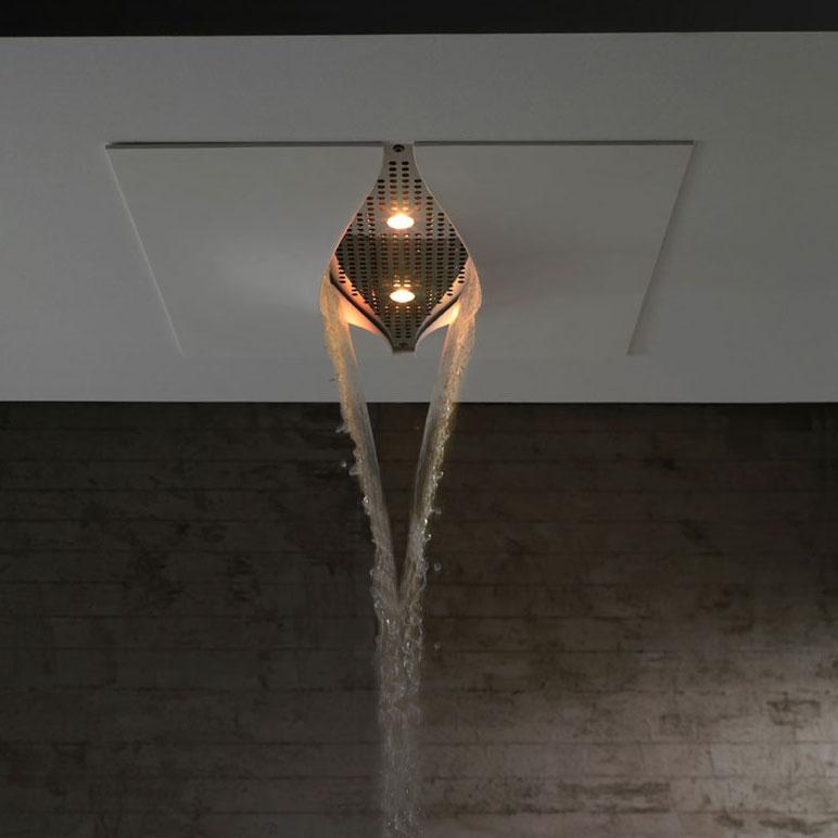 la douche sous une cascade color e inspiration bain. Black Bedroom Furniture Sets. Home Design Ideas