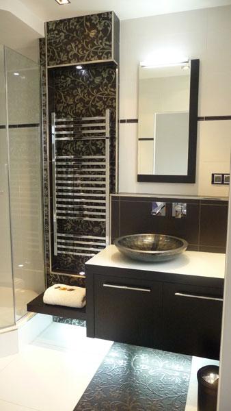 Une petite salle de bains raffin e inspiration bain for Belle petite salle de bain