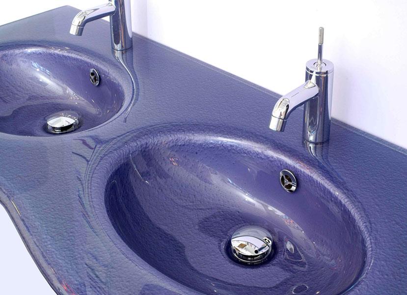 Courant verre, le verre dans la salle de bains, le verre, matériau, vasques de salle de bains en verre