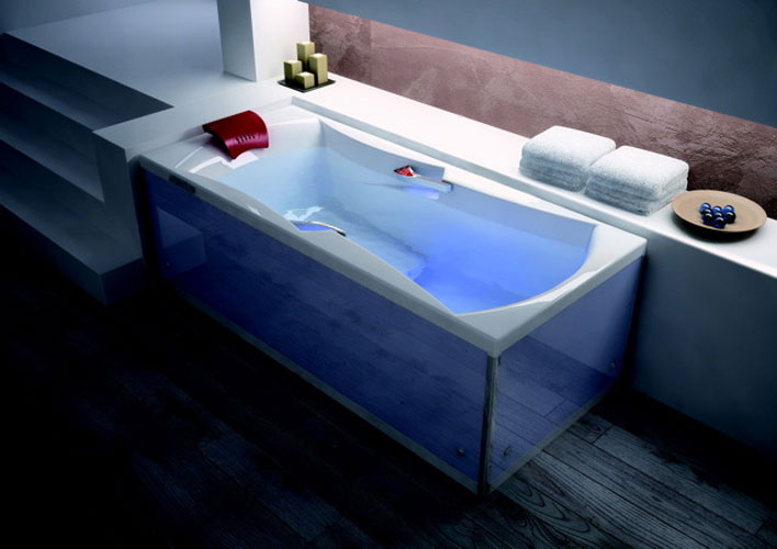 une baignoire tout confort inspiration bain. Black Bedroom Furniture Sets. Home Design Ideas