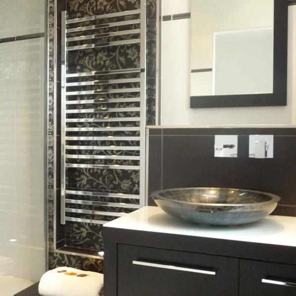 Une petite salle de bains raffin e inspiration bain for Salle de bain inspiration