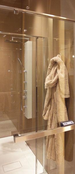 une cabine de douche chauffante inspiration bain. Black Bedroom Furniture Sets. Home Design Ideas