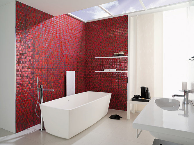 Modele Salle De Bain Faience : White Bathroom with a Red Accent Wall