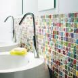 Un carrelage mural pour égayer une salle de bains