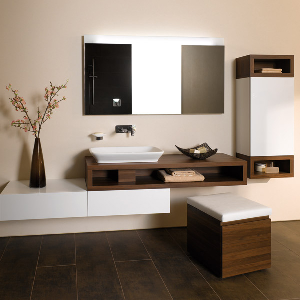 comment agencer une salle de bains en longueur inspiration bain. Black Bedroom Furniture Sets. Home Design Ideas