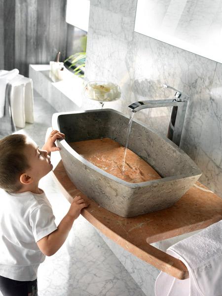 Les salles de bains en marbre de Margraf. Coll. Edra
