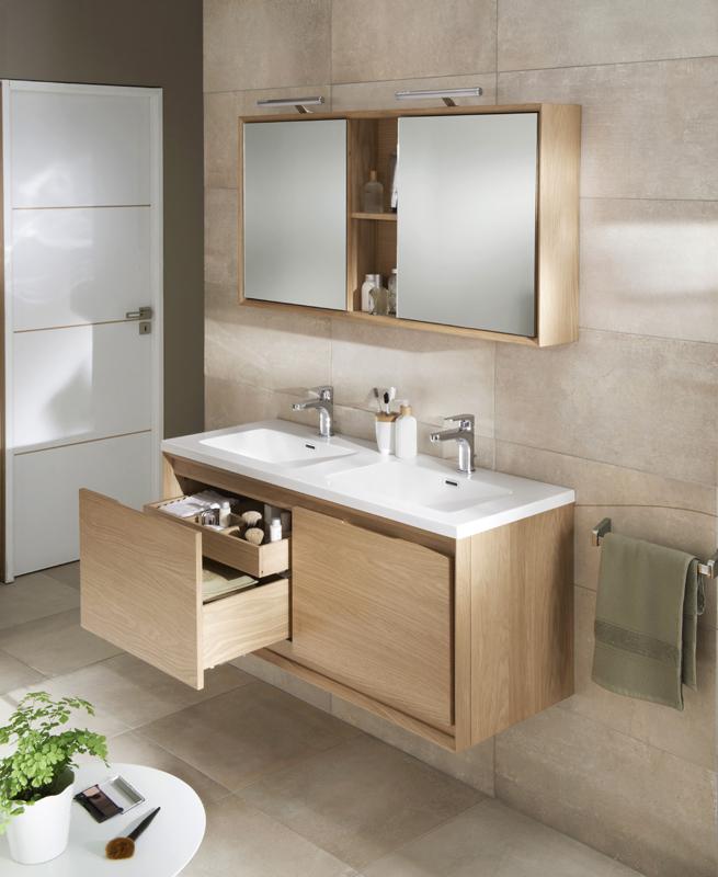 Le bois dans la salle de bains inspiration bain for Meuble de salle bain en bois