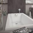 Valentin soigne le design de la baignoire