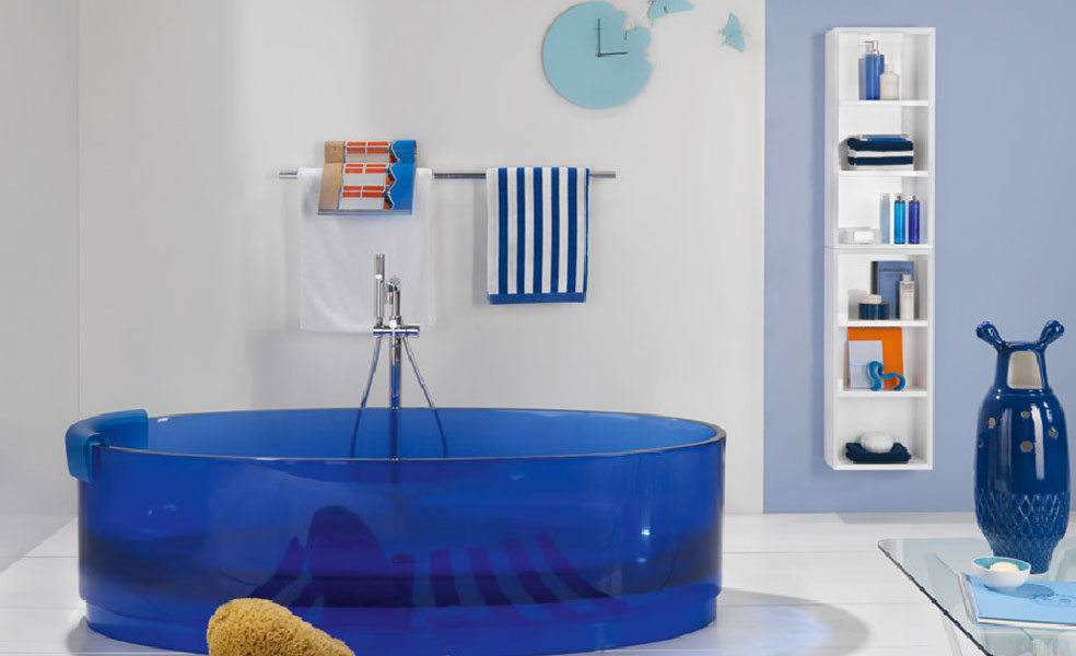 Jolie de Regia-salle de bains bleue